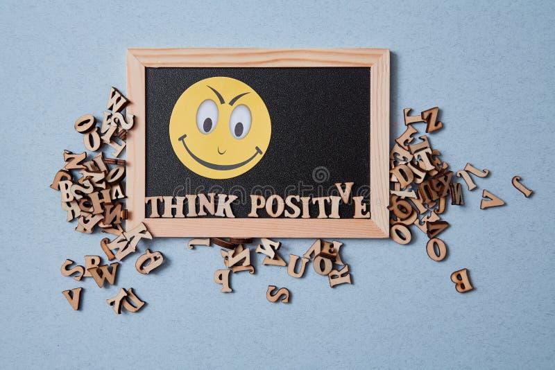 Positiv inställning, Gott och optimistiskt tänkande Uttryck och inskriptionspositiva tankar royaltyfri bild