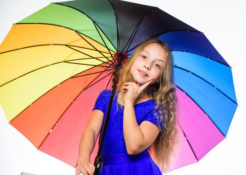 Positiv nedgångsäsong för stag Väder för nedgång för möte för flickabarn klart med det färgrika paraplyet Vägar att förbättra dit arkivfoton