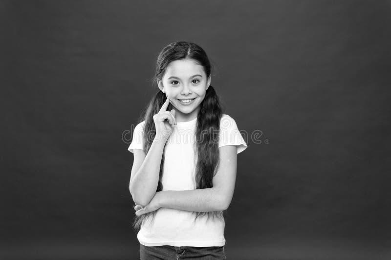 positiva sinnesr?relser Barnav?rd och uppfostran Ungen som ler den gulliga framsidan, bor bekymmersl?st lyckligt liv Tyck om varj fotografering för bildbyråer