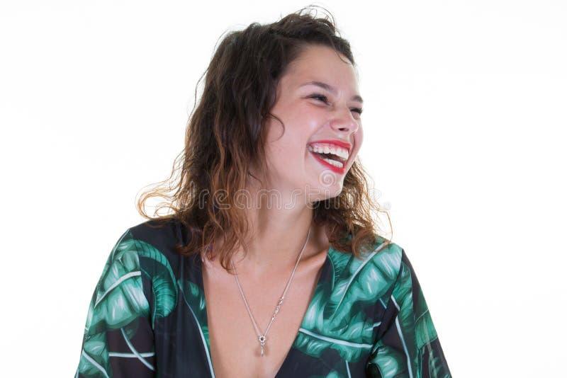 Positive menschliche Gefühle im Headshot der glücklichen emotionalen Jugendlichen, die perfekte weiße Zähne zeigend lacht stockfoto