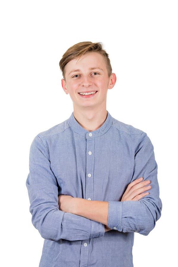 Positiver Teenagerjunge hält Hände gefaltet, um Kamerazahnlächeln über weißem Hintergrund isoliert lizenzfreies stockfoto