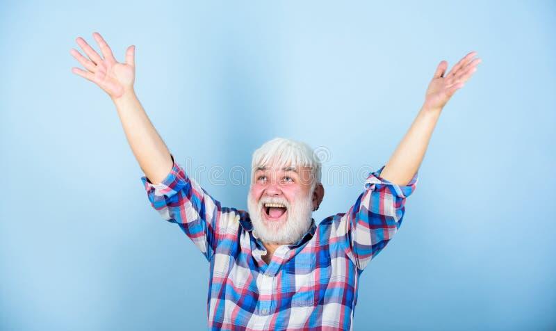 Positives Gef?hl Schließlich Ruhestand Erfolgreicher Pensionär Erfüllter erzielter Erfolg Lebenziele Erfolgreicher Mann stockfotografie