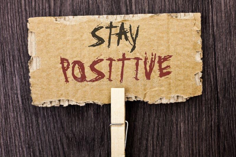 Positivo da estada do texto da escrita da palavra O conceito do negócio para seja boa atitude motivado otimista esperançoso inspi foto de stock royalty free