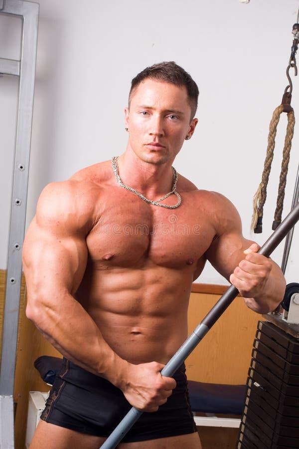 Posizione del Bodybuilder fotografia stock