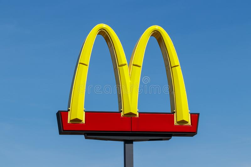 Posizione del ristorante del ` s di McDonald E fotografia stock