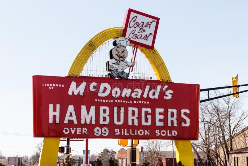 Posizione del ristorante del ` s di McDonald E fotografia stock libera da diritti