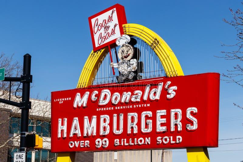 Posizione del ristorante del ` s di McDonald Mcdonald più non inciterà contro gli aumenti I del salario minimo immagini stock