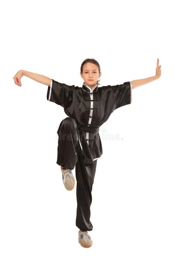 Posizione della ragazza di Wushu immagini stock libere da diritti
