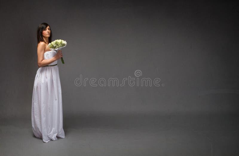 Download Posizione Di Laterale Della Sposa Immagine Stock - Immagine di vestito, convenzionale: 56878343