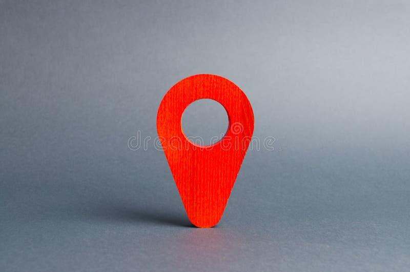 Posizione rossa del puntatore su un fondo grigio Concetto di navigazione e della sede con il fuoco sul binocolo Spiando sui citta fotografia stock