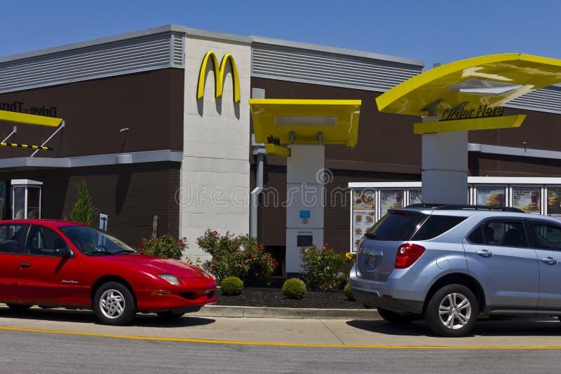 Posizione V del ristorante di McDonald's fotografia stock libera da diritti