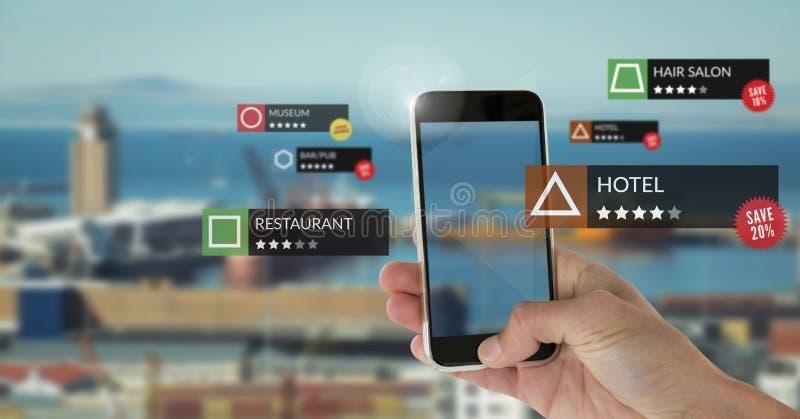 Posizioni di rassegna di App nella realtà aumentata con il porto della città fotografie stock libere da diritti