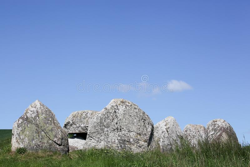 Poskaer Stenhus, Mols地区的北欧海盗严重掩埋处在丹麦 免版税库存照片