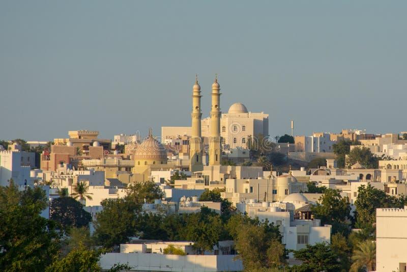 Pospolity przyglądający Bliskowschodni miasto widok przy zmierzchem obrazy royalty free