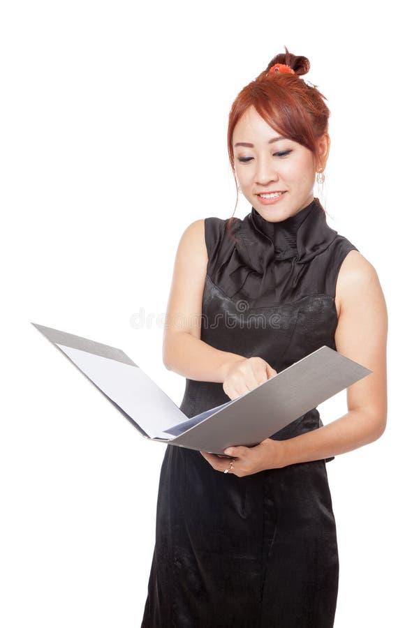 Posse asiática da menina um dobrador e um sorriso imagens de stock