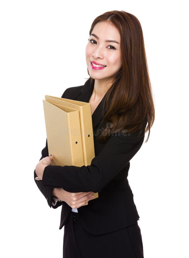 Posse asiática da mulher de negócios com dobrador imagem de stock