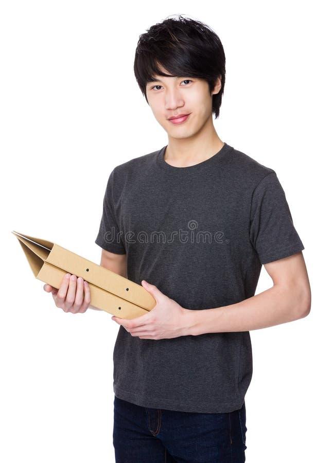 Posse asiática do homem novo com dobrador imagens de stock royalty free