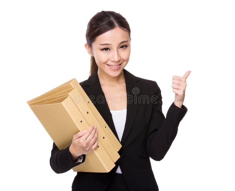 Posse da mulher de negócios com dobrador e polegar acima imagem de stock royalty free