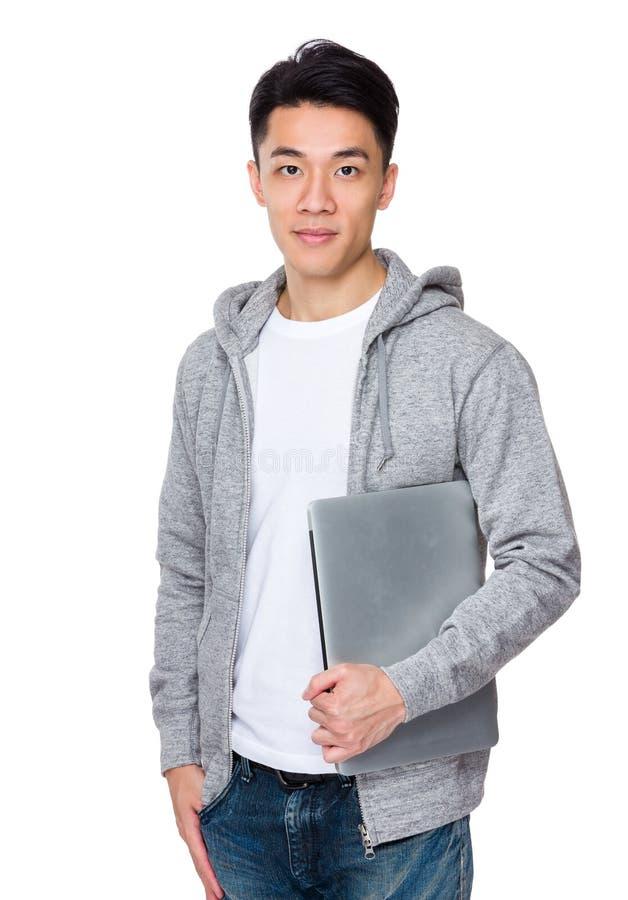 Posse do homem com laptop imagens de stock