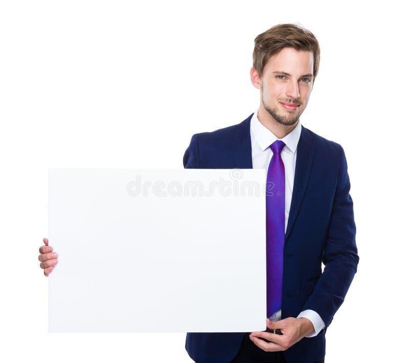 Posse do homem de negócios com cartaz branco fotografia de stock
