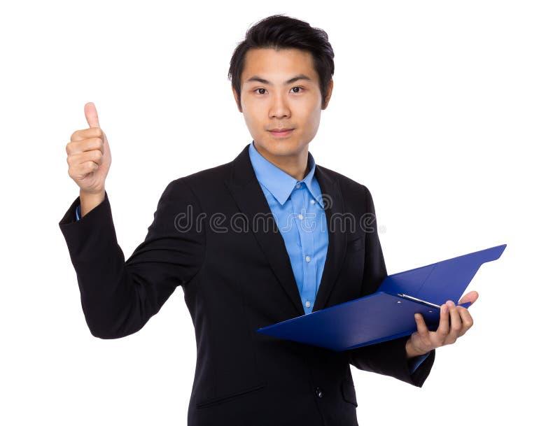Posse do homem de negócios com prancheta e polegar acima fotos de stock royalty free