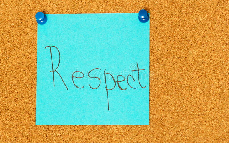 Post-it σεβασμού στο υπόβαθρο coarkboard στοκ φωτογραφία