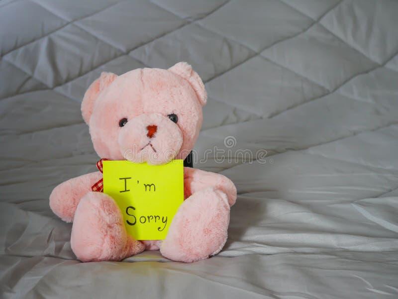 Post-it com boneca da peluche fotografia de stock royalty free