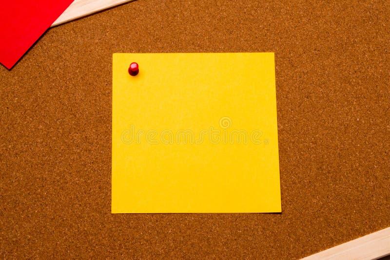 Post-it en blanco imagenes de archivo