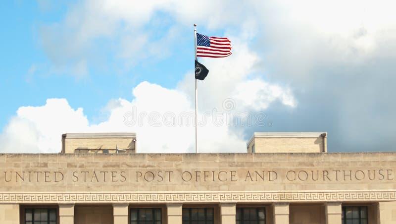 Post und Gericht lizenzfreie stockbilder