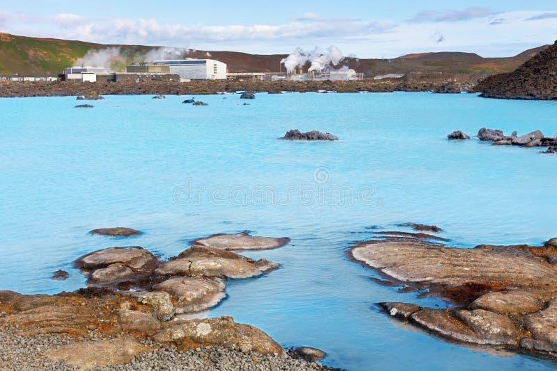Post van geothermische productie bij Blauwe Lagune, dichtbij Reykjavik stock foto