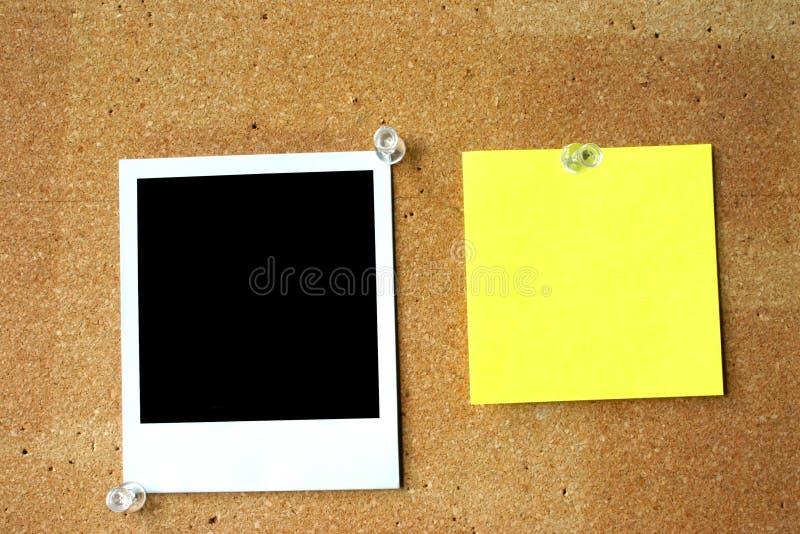 Post-it y polaroid en blanco fotografía de archivo libre de regalías