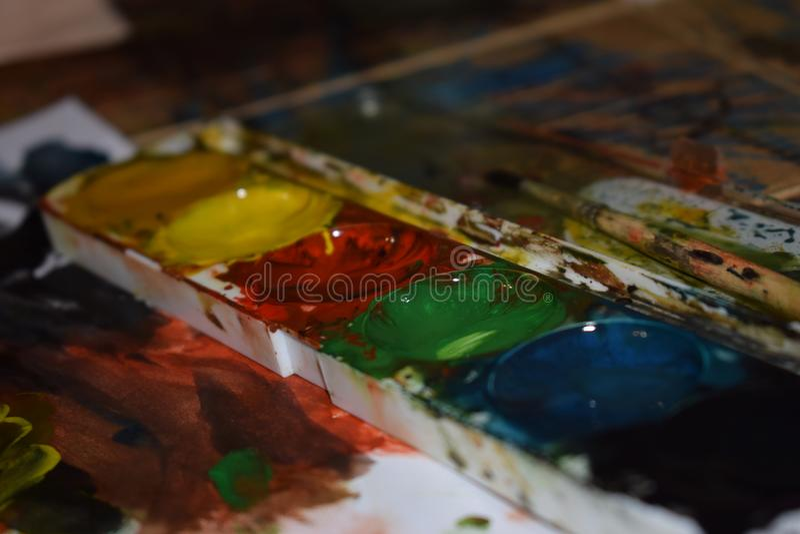 Postać maluje nastrój dziecko z miłością zdjęcia stock