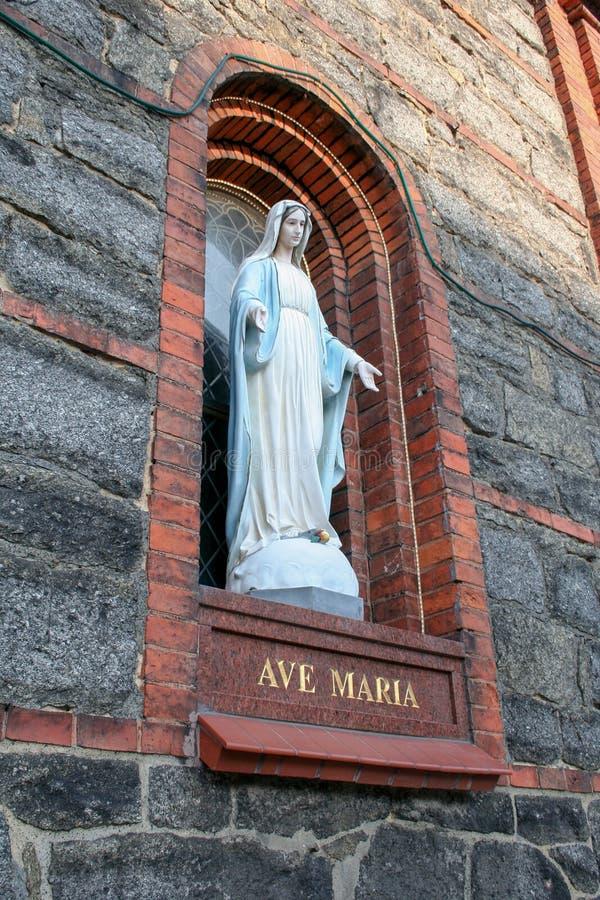 Postać maryja dziewica na kościelnej ścianie zdjęcia stock