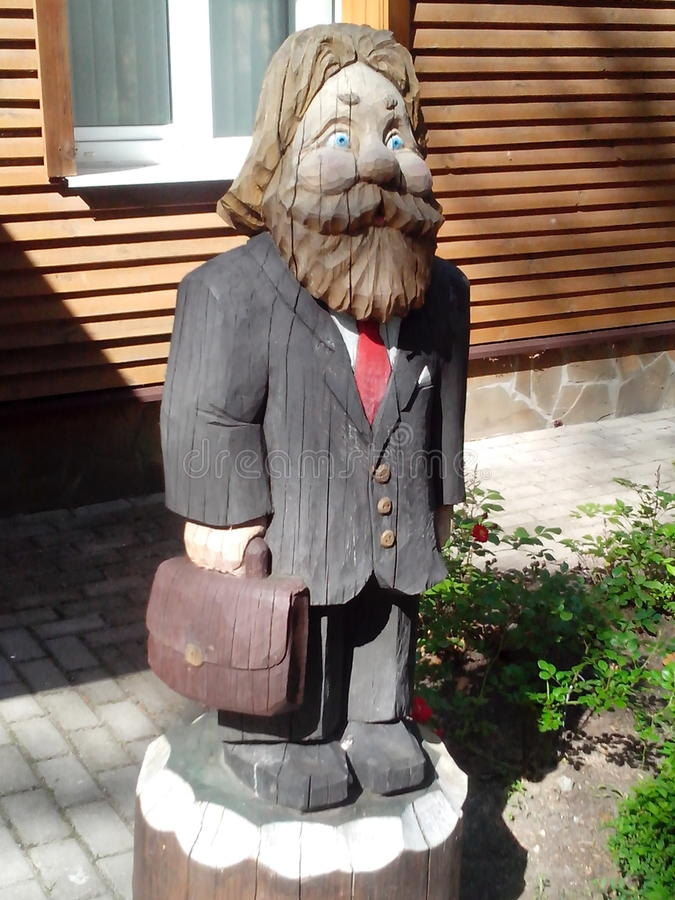 Postać stary człowiek robić drewno obraz royalty free