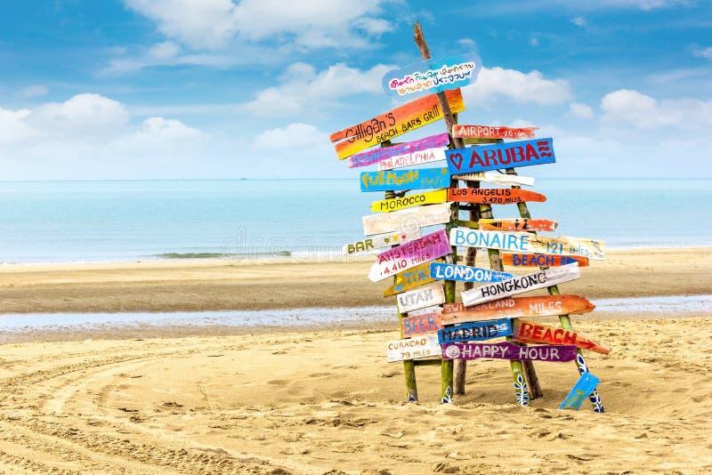 Posta di legno alla spiaggia fotografia stock libera da diritti