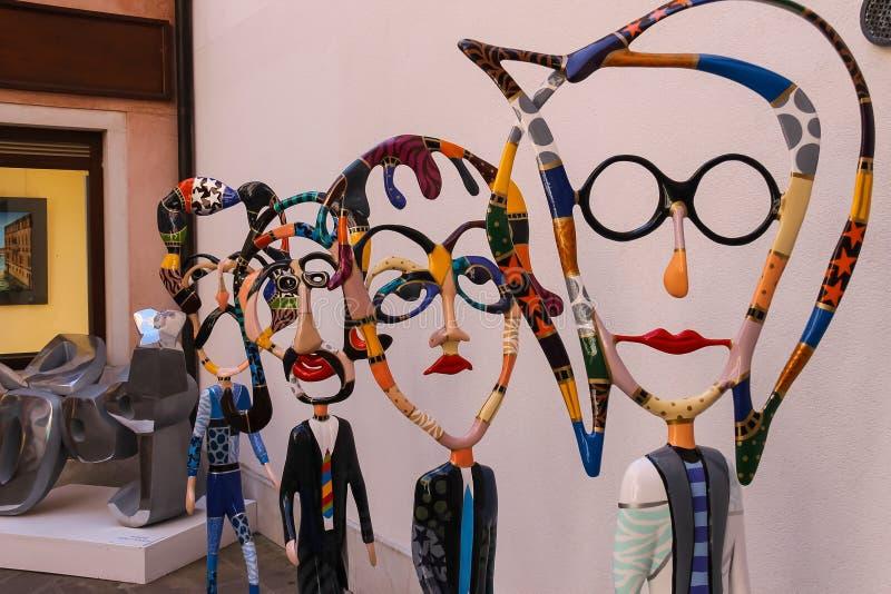 Postacie Bitelsi rzeźbiarzem Dorit Levinstein w sztuce Galle zdjęcie stock