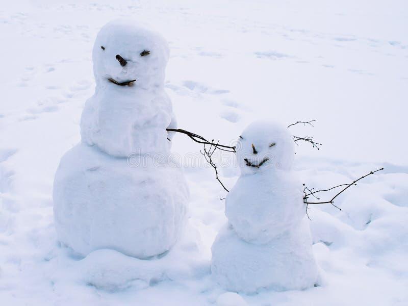 Postacie od śnieżnych piłek i gałąź zdjęcia stock