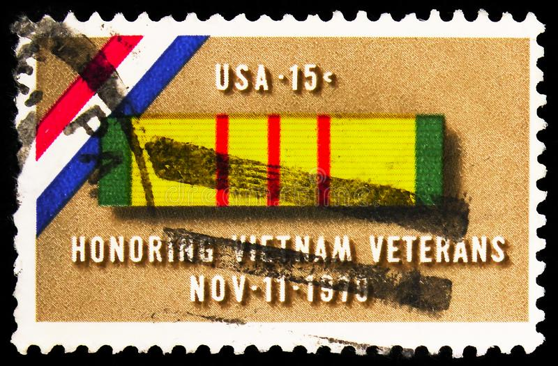 Postage stamp printed in United States shows Ribbon for Vietnam Service Medal, Vietnam Veterans Issue serie, circa 1979. MOSCOW, RUSSIA - SEPTEMBER 27, 2019 stock image