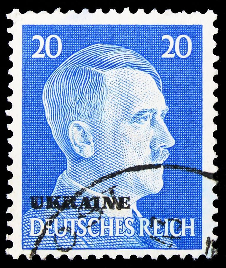 Postagstämpel i Tyskland visar Adolf Hitler (1889-1945), kansler, övertryck av UKRAINA över Hitler, Ukraina serie, circa royaltyfri bild