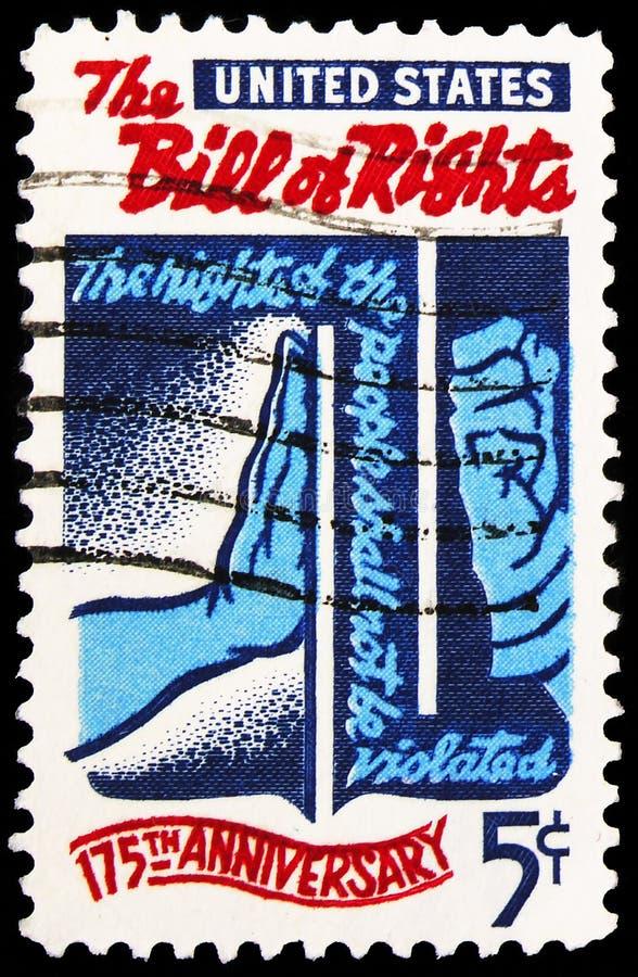Postagstämpel som är tryckt i Förenta staterna visar \'Freedom\' Checking \'Tyranny\', Bill of Rights, 175:e årsdagen Issue serie arkivfoto
