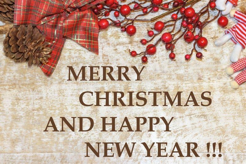 Postal 'Feliz Navidad y Feliz Año Nuevo 'de la Navidad Tarjeta de felicitaciones Papel pintado, fondo de madera fotografía de archivo
