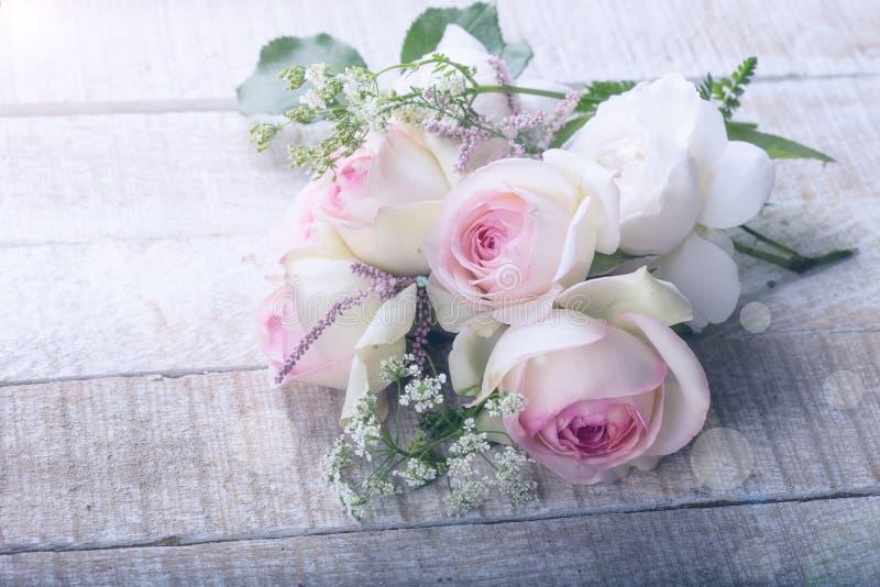 Postal con las flores elegantes fotografía de archivo