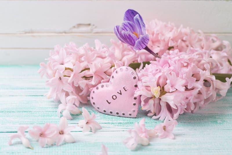 Postal con las flores frescas imagen de archivo