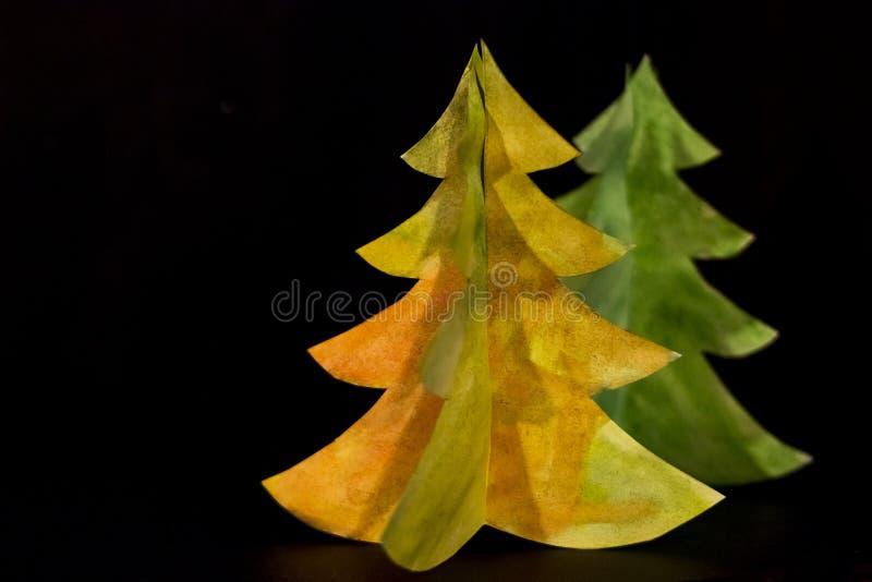 Postal de la Navidad del vintage con el árbol de navidad de papel verdadero Embroma arte Feliz Año Nuevo y Feliz Navidad Árbol de foto de archivo