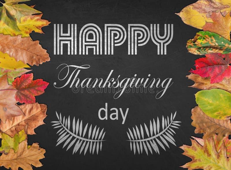 Postal feliz del diseño del día de la acción de gracias con las hojas de otoño imágenes de archivo libres de regalías