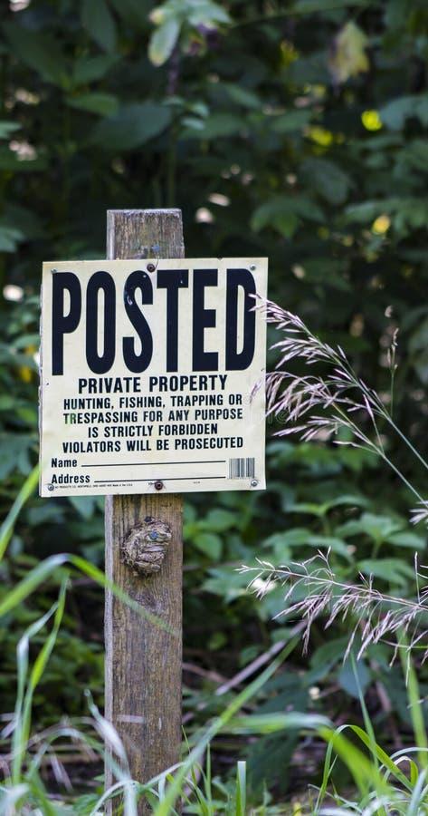postat tecken för privat egenskap arkivbilder