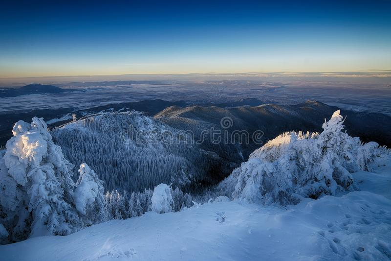 Postavaru山, Poiana布拉索夫手段,罗马尼亚 库存照片