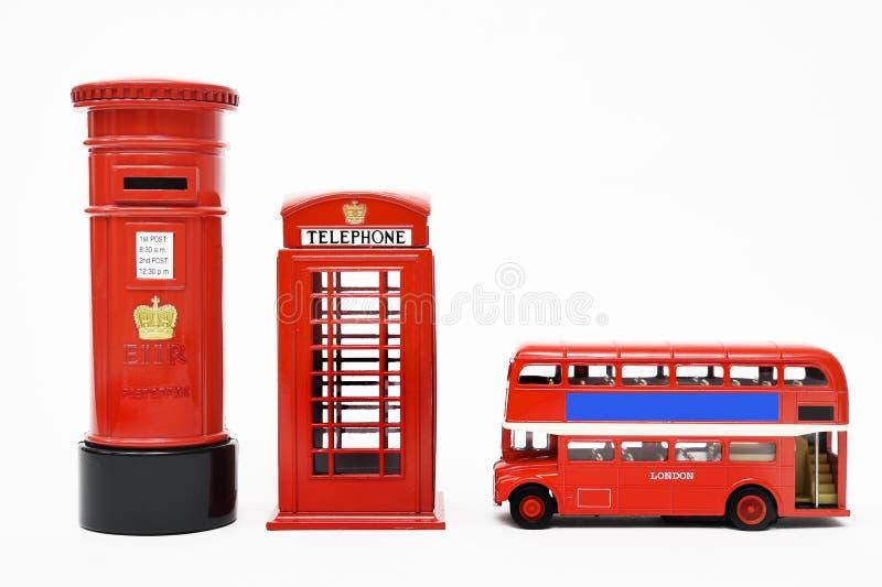 Postbox och röd telefonask med den röda bussen royaltyfria foton