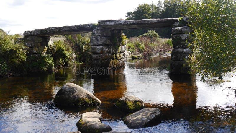 Postbrug op Dartmoor in Zuidwestenengeland stock foto's