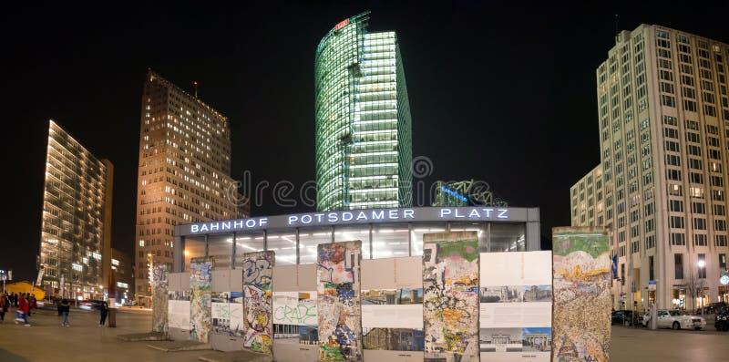 Postdamer Platz на ноче в Берлине стоковая фотография rf